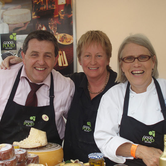 http://www.tourroir.com/wp-content/uploads/2016/08/Peter-Ward-Mary-Gleeson-and-Darina-Allen-GFI-Taste-of-Cork-540x540.jpg