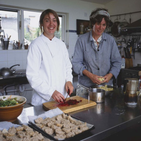 http://www.tourroir.com/wp-content/uploads/2018/02/Esther-and-Merel-Cooking-540x540.jpg